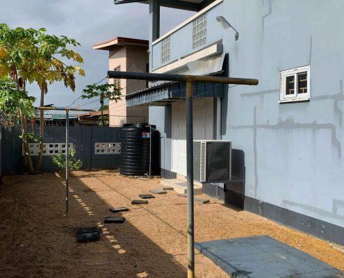 Vakantiehuis-Suriname-Agila-Achtertuin