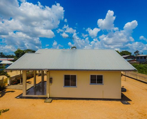 Vakantiehuis-Suriname-Mini-Fayalobi-Buiten-Achtererf