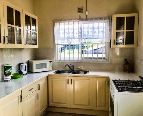 Vakantiehuis-Suriname-Mini-Fayalobi-Keuken