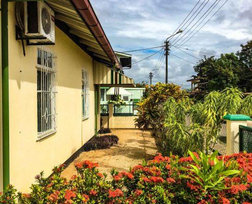 Vakantiehuis-Suriname-Okamalaan-Tuin