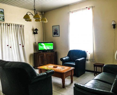 Vakantiehuis-Suriname-Okamalaan-Woonkamer