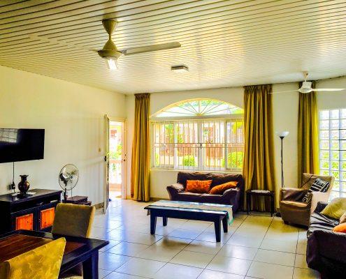 Vakantiehuis-Suriname-Tulip-Woonkamer-2